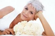 coiffure femme épanouie 60 ans