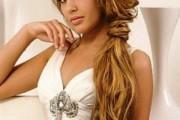 coiffure femme cheveux long attachés