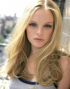 coiffure femme cheveux long blond