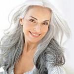 coiffure femme cheveux longs gris