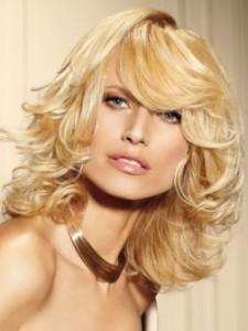 coiffure femme cheveux mi-long ondulés