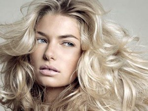 coupe cheveux femme cheveux long blond