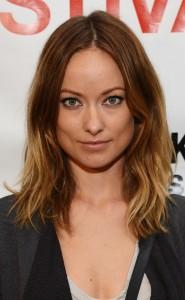 coiffure femme visage carré raie au milieu