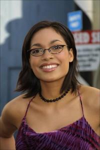 coiffure femme visage carré avec lunettes