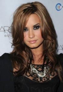 coloration cheveux brune claire demi lovato