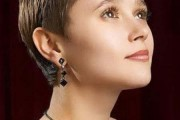 coupe de cheveux courte pour visage carré femme