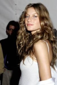 coiffure cheveux et visage long femme 20 ans