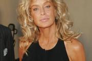 coiffure femme blonde 60 ans visage long