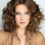 coiffure ondulée pour femme 30 ans