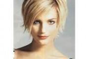 coupe de cheveux courte pour femme de 30 ans