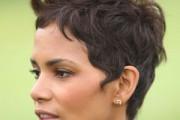 exemple coiffure très courte à 20 ans