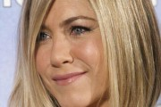coiffure jennifer aniston carré plongeant