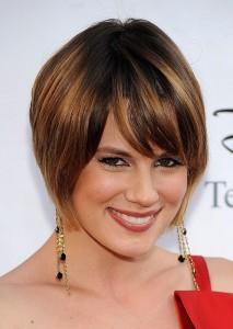 exemple coiffure carré plongeant avec mèche